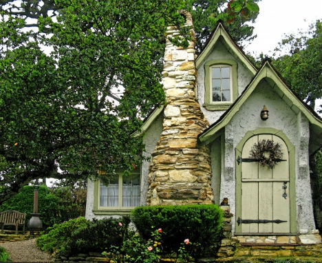 fairytale-cottages-hansel-comstock
