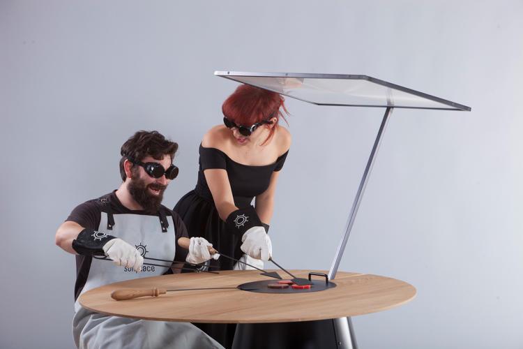 solar gadgets grill 1