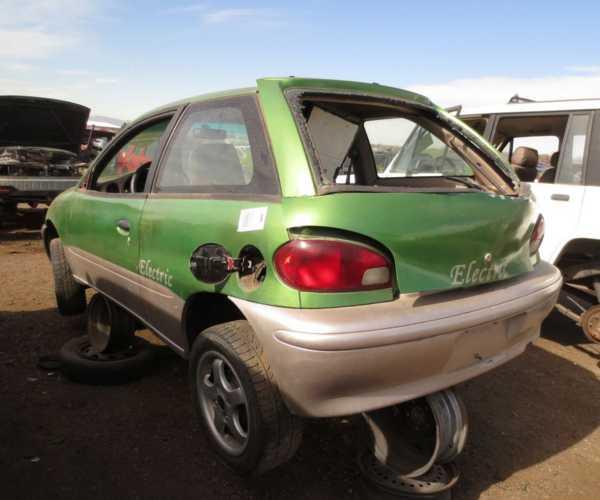 abandoned-electric-car-geo1c