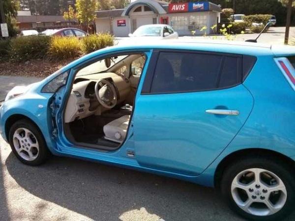 abandoned-electric-car-leaf1b
