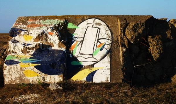 Eye Sea: Beach Bunker Blinker Looks Out For You