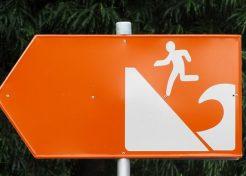 It's A Tidalist: 10 Wet & Wild Tsunami Warning Signs